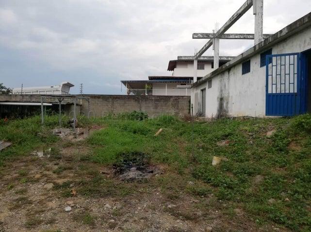 Local Comercial Merida>El Vigia>Sector Cano Seco - Venta:70.000 Precio Referencial - codigo: 21-4379