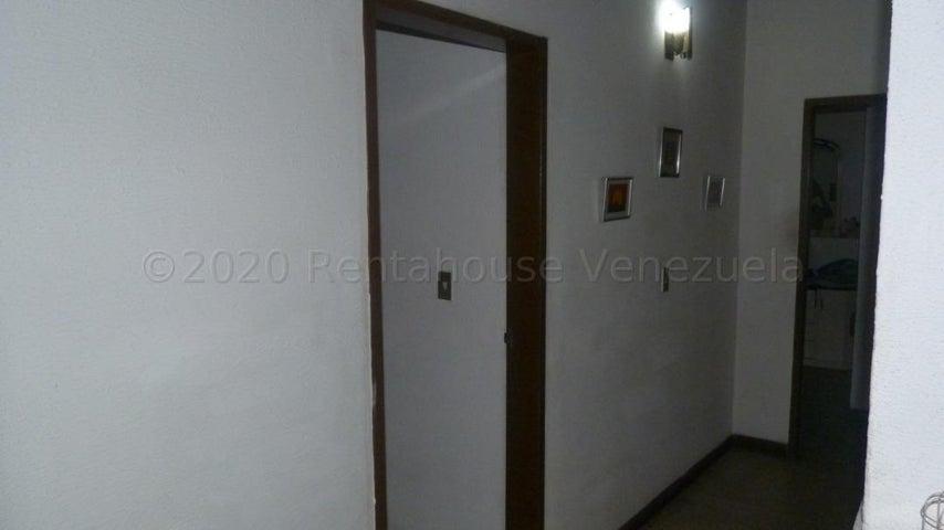 Distrito Metropolitano>Caracas>Parroquia La Candelaria - Venta:2.800.000 Precio Referencial - codigo: 21-4546