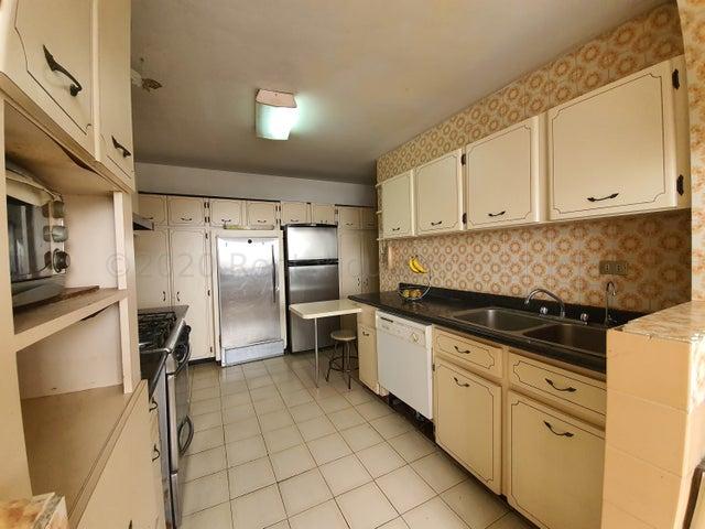 Apartamento Distrito Metropolitano>Caracas>Lomas de Bello Monte - Venta:220.000 Precio Referencial - codigo: 21-4627