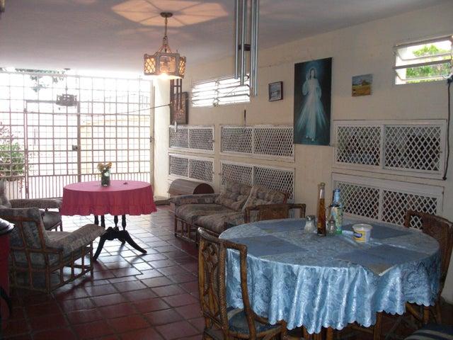 Casa Falcon>Coro>Sector Los Orumos - Venta:250.000 Precio Referencial - codigo: 21-4731