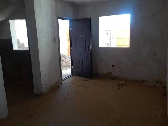 Apartamento Falcon>Coro>Sector La Floresta - Venta:22.000 Precio Referencial - codigo: 21-4841