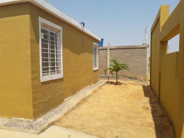 Casa Falcon>Coro>Las Delicias - Venta:13.500 Precio Referencial - codigo: 21-4858