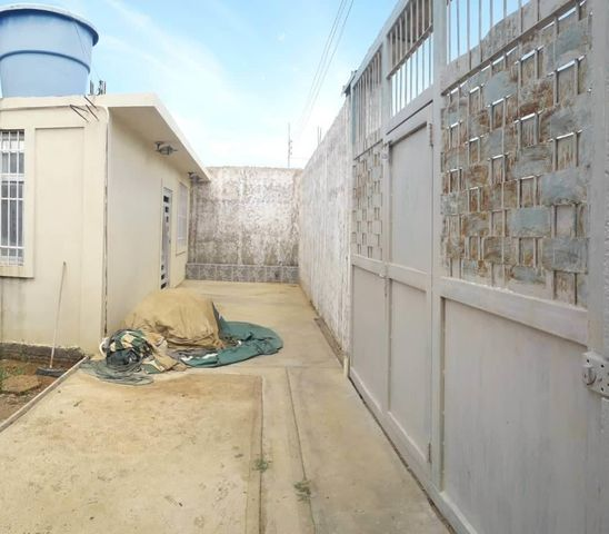Casa Falcon>Coro>Sector La Floresta - Venta:25.000 Precio Referencial - codigo: 21-4848