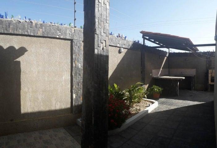 Casa Falcon>Coro>Intercomunal Coro La Vela - Venta:30.000 Precio Referencial - codigo: 21-4852