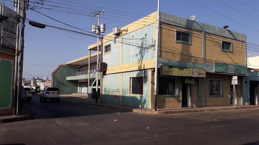 Edificio Falcon>Coro>Centro - Venta:190.000 Precio Referencial - codigo: 21-4925