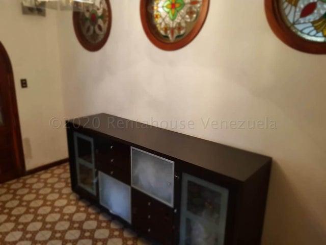 Casa Miranda>Los Teques>Los Picachos - Venta:420.000 Precio Referencial - codigo: 21-4961