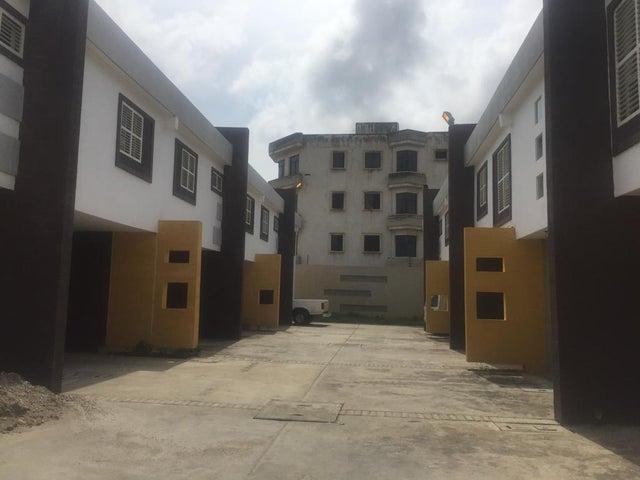 Townhouse Zulia>Ciudad Ojeda>La Tropicana - Venta:8.500 Precio Referencial - codigo: 21-5022