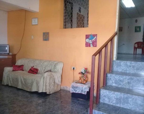 Casa Lara>Barquisimeto>Parroquia Union - Venta:5.500 Precio Referencial - codigo: 21-5361