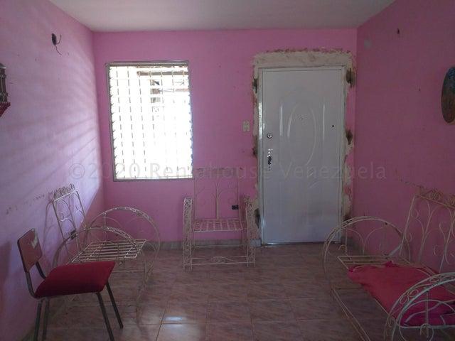 Casa Falcon>Coro>Las Eugenias - Venta:6.700 Precio Referencial - codigo: 21-5499