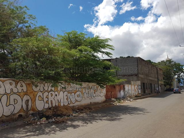Local Comercial Falcon>Coro>Centro - Venta:270.000 Precio Referencial - codigo: 21-5559