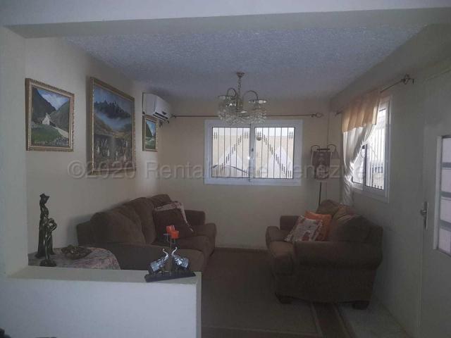 Casa Falcon>Punto Fijo>Dona Emilia - Venta:25.000 Precio Referencial - codigo: 21-5616