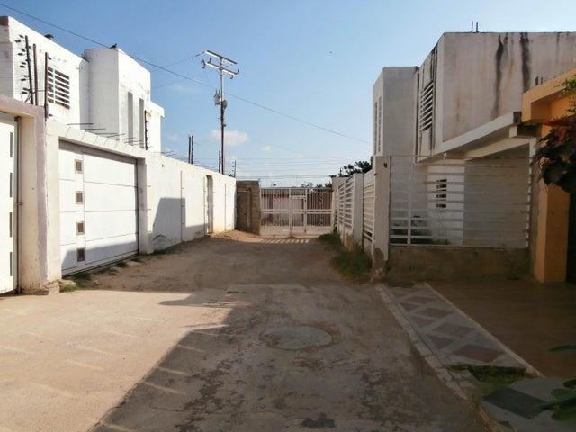 Casa Falcon>Coro>Sector Sur La Paz - Venta:11.200 Precio Referencial - codigo: 21-5713