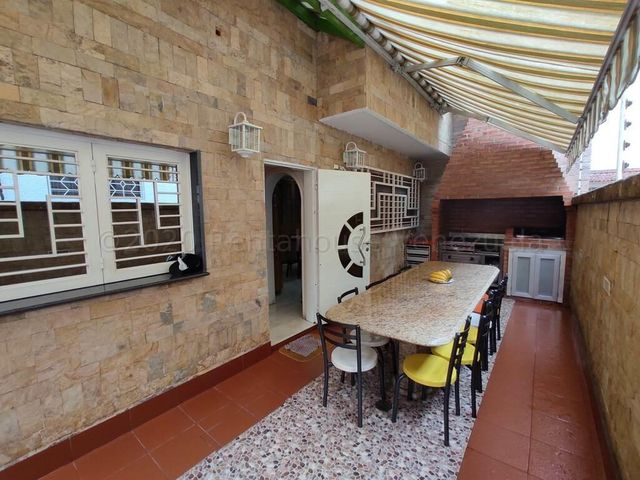 Casa Miranda>Los Teques>Los Teques - Venta:380.000 Precio Referencial - codigo: 21-5906