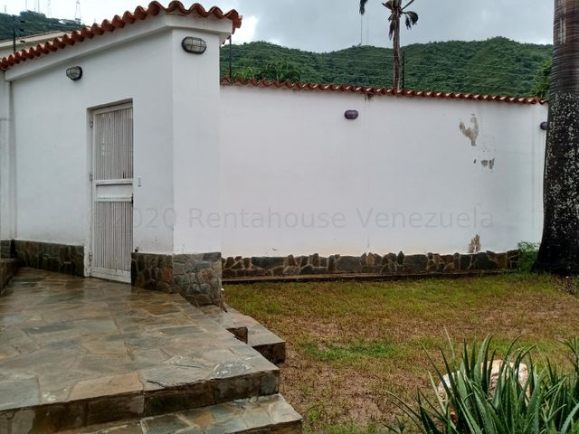 Casa Carabobo>Valencia>Lomas del Este - Venta:65.000 Precio Referencial - codigo: 21-6127