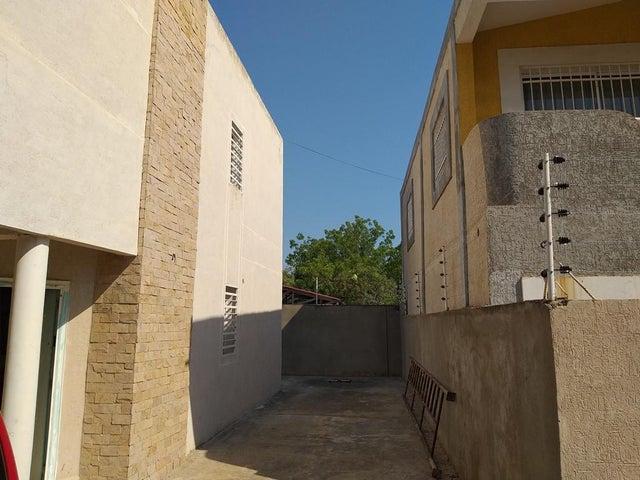Townhouse Zulia>Cabimas>Nueva Delicias - Venta:12.000 Precio Referencial - codigo: 21-6140