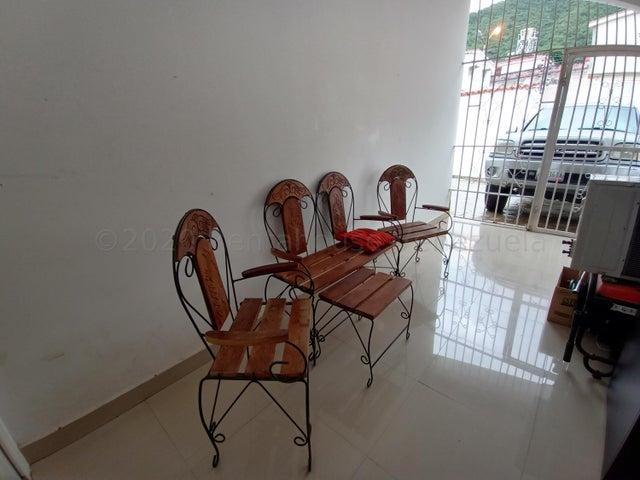 Casa Carabobo>Valencia>Lomas del Este - Venta:75.000 Precio Referencial - codigo: 21-6127
