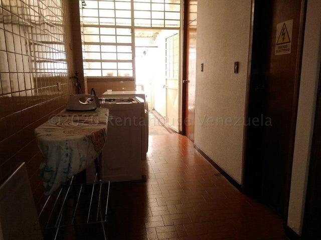 Casa Distrito Metropolitano>Caracas>Colinas de Santa Monica - Venta:120.000 Precio Referencial - codigo: 21-6226