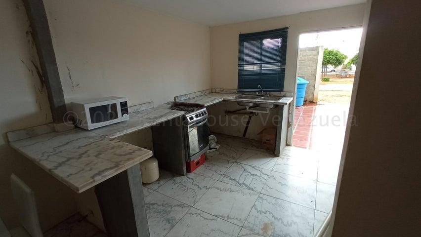 Townhouse Zulia>Maracaibo>Via La Concepcion - Venta:7.500 Precio Referencial - codigo: 21-6276