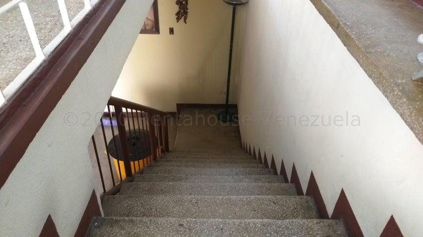 Apartamento Distrito Metropolitano>Caracas>El Valle - Venta:17.000 Precio Referencial - codigo: 21-6297