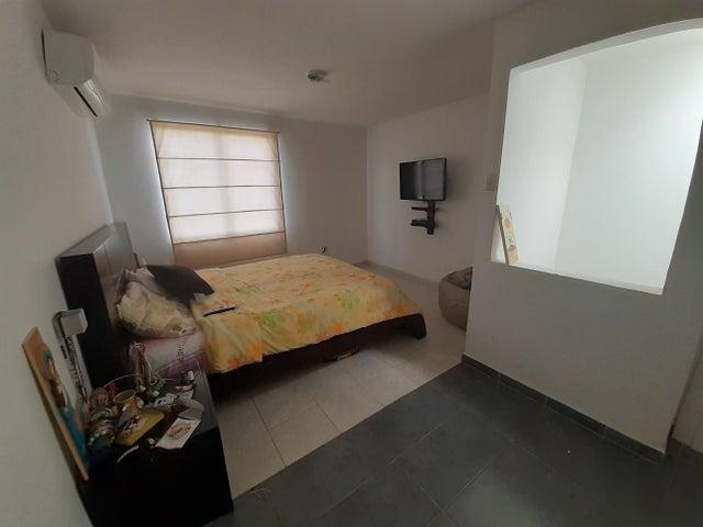 Casa Lara>Cabudare>Tarabana Plaza - Venta:31.500 Precio Referencial - codigo: 21-6405