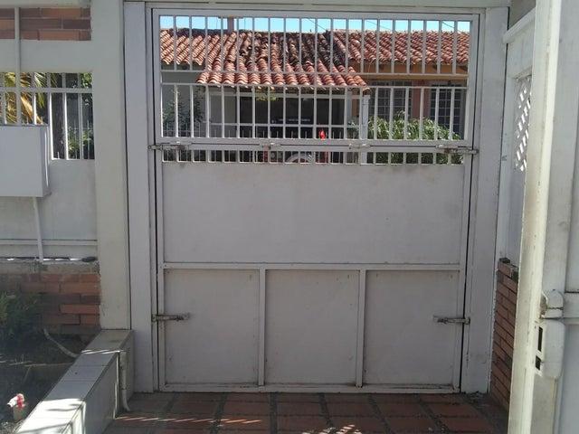 Casa Lara>Cabudare>Atapaima - Venta:23.000 Precio Referencial - codigo: 21-6425