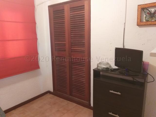 Casa Distrito Metropolitano>Caracas>La Lagunita Country Club - Alquiler:3.900 Precio Referencial - codigo: 21-6547
