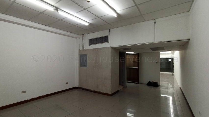 Local Comercial Distrito Metropolitano>Caracas>Macaracuay - Venta:75.000 Precio Referencial - codigo: 21-6523