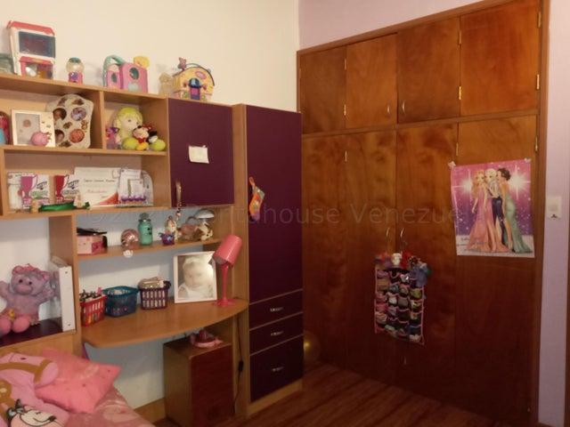 Townhouse Carabobo>Municipio Naguanagua>Tazajal - Venta:65.000 Precio Referencial - codigo: 21-6889