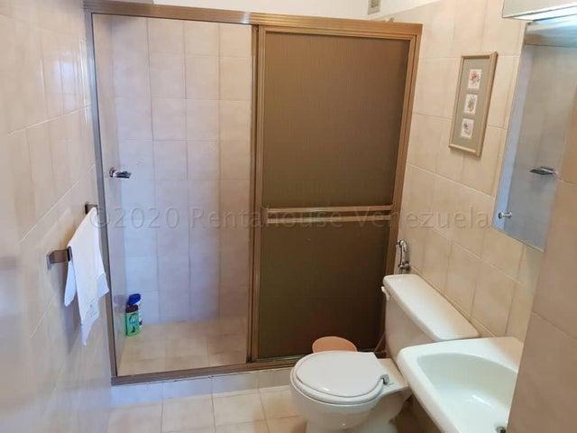 Apartamento Vargas>Catia La Mar>Playa Grande - Venta:28.000 Precio Referencial - codigo: 21-7135