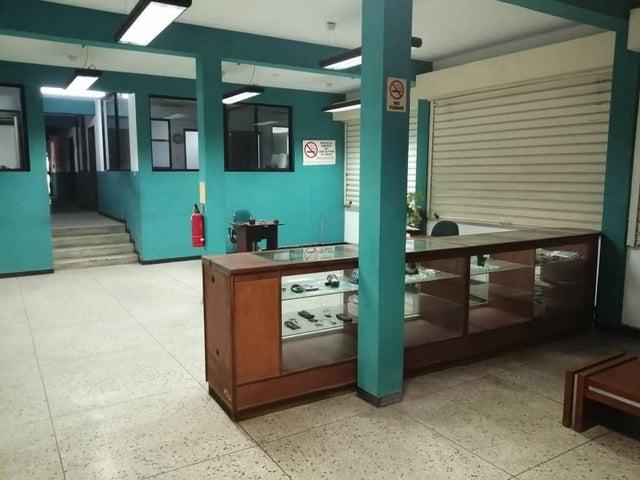 Local Comercial Zulia>Maracaibo>Valle Frio - Venta:96.000 Precio Referencial - codigo: 21-6972