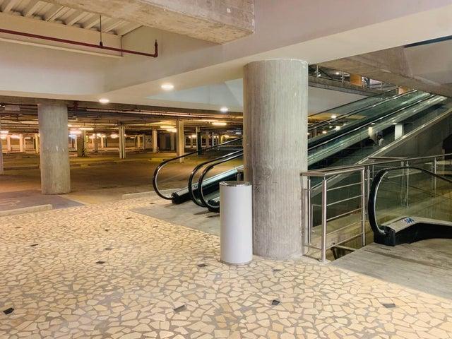 Local Comercial Distrito Metropolitano>Caracas>Los Naranjos del Cafetal - Venta:801.680 Precio Referencial - codigo: 21-7049
