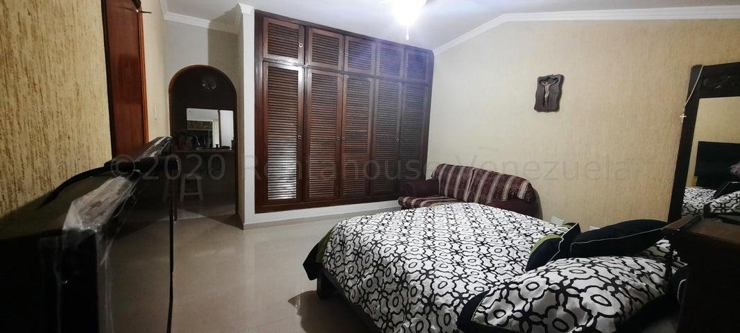 Townhouse Zulia>Maracaibo>La Estrella - Venta:50.000 Precio Referencial - codigo: 21-7082