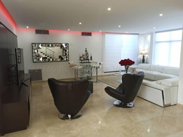 Casa Falcon>Punto Fijo>Zarabon - Venta:420.000 Precio Referencial - codigo: 21-7088