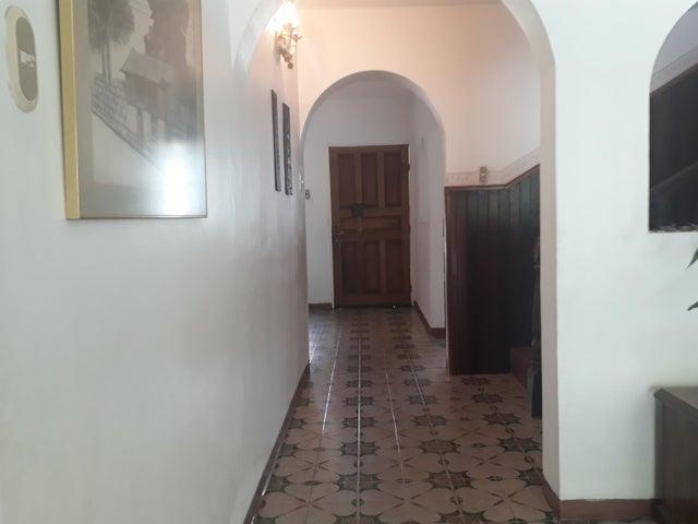 Casa Aragua>Maracay>El Castaño (Zona Privada) - Venta:156.900 Precio Referencial - codigo: 21-7093