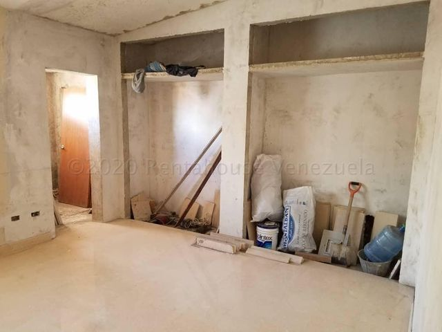Casa Aragua>Maracay>Andres Bello - Venta:190.000 Precio Referencial - codigo: 21-7112
