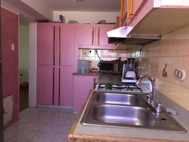 Apartamento Falcon>Coro>Centro - Venta:11.000 Precio Referencial - codigo: 21-7118