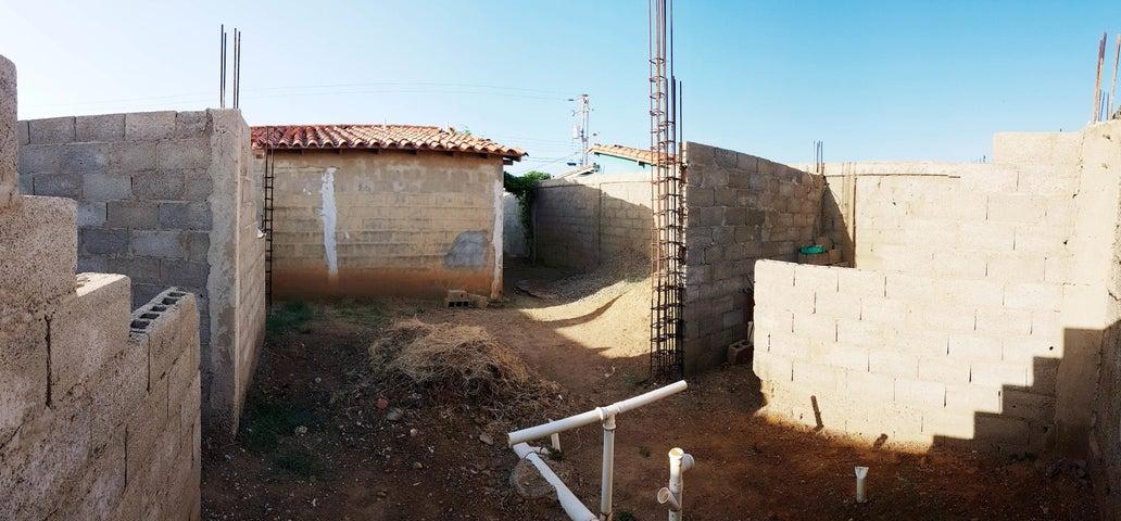 Casa Falcon>Coro>Sector San Jose - Venta:7.000 Precio Referencial - codigo: 21-7123