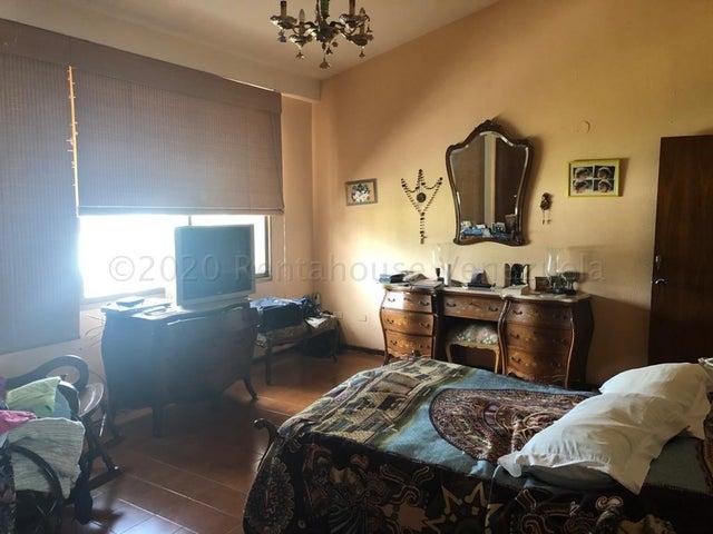 Townhouse Carabobo>Valencia>Altos de Guataparo - Venta:290.000 Precio Referencial - codigo: 21-7128