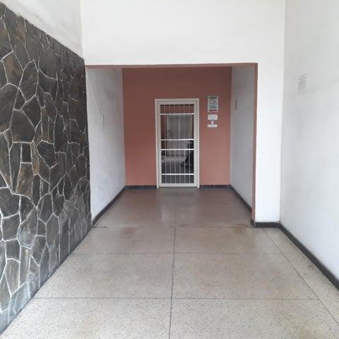 Local Comercial Aragua>Maracay>La Maracaya - Alquiler:85 Precio Referencial - codigo: 21-7129