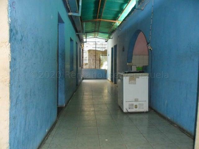 Casa Falcon>Coro>Centro - Venta:10.000 Precio Referencial - codigo: 21-7147
