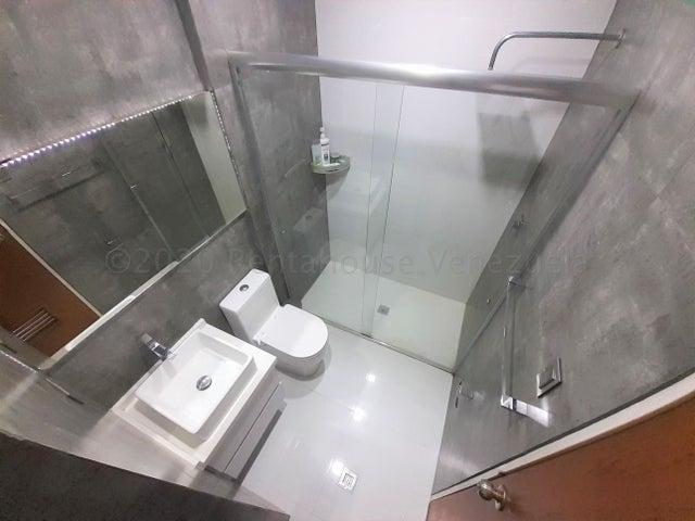 Apartamento Carabobo>Municipio Naguanagua>Palma Real - Venta:30.000 Precio Referencial - codigo: 21-7166