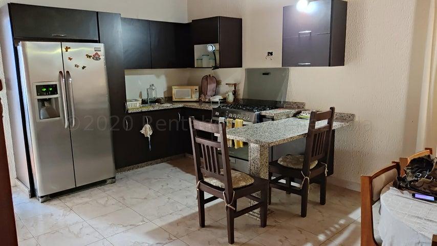 Casa Carabobo>Municipio San Diego>La Esmeralda - Alquiler:140 Precio Referencial - codigo: 21-7340