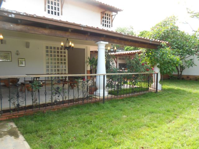 Casa Distrito Metropolitano>Caracas>El Cafetal - Venta:400.000 Precio Referencial - codigo: 21-7504