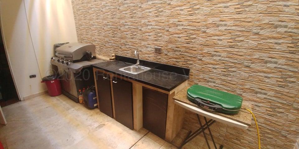 Townhouse Zulia>Maracaibo>Lago Mar Beach - Venta:70.000 Precio Referencial - codigo: 21-7690