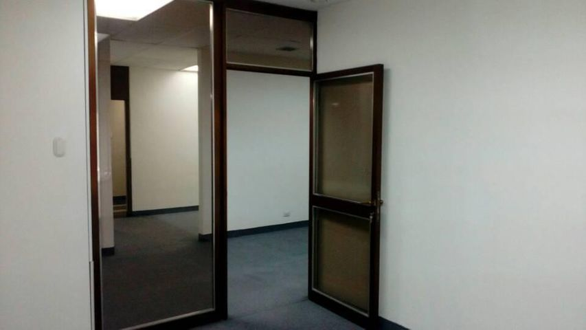 Oficina Distrito Metropolitano>Caracas>El Recreo - Venta:45.000 Precio Referencial - codigo: 21-7685