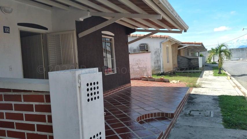 Casa Portuguesa>Araure>Llano Alto - Venta:32.000 Precio Referencial - codigo: 21-7761