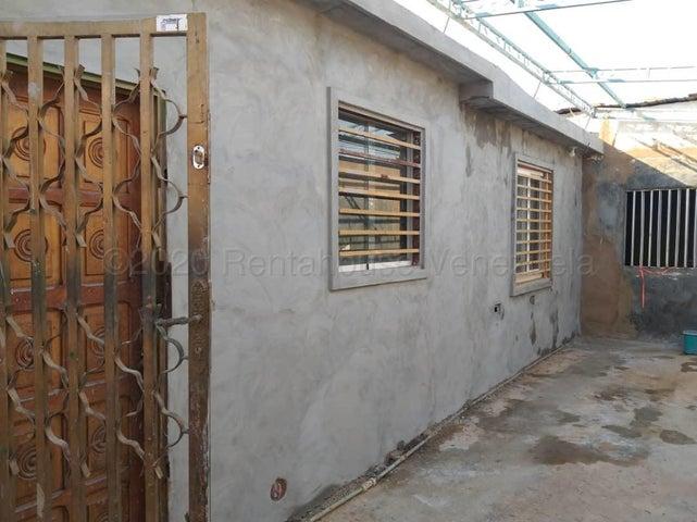 Casa Zulia>Maracaibo>Los Postes Negros - Venta:12.000 Precio Referencial - codigo: 21-8418