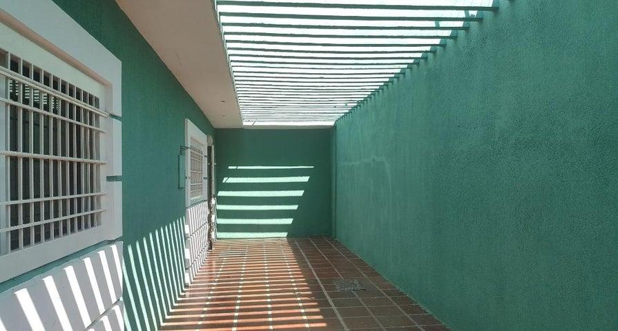 Casa Zulia>Ciudad Ojeda>Tamare - Venta:65.000 Precio Referencial - codigo: 21-7935
