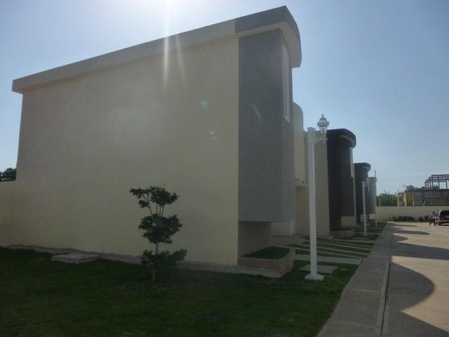 Townhouse Zulia>Ciudad Ojeda>La 'L' - Venta:20.000 Precio Referencial - codigo: 21-7939