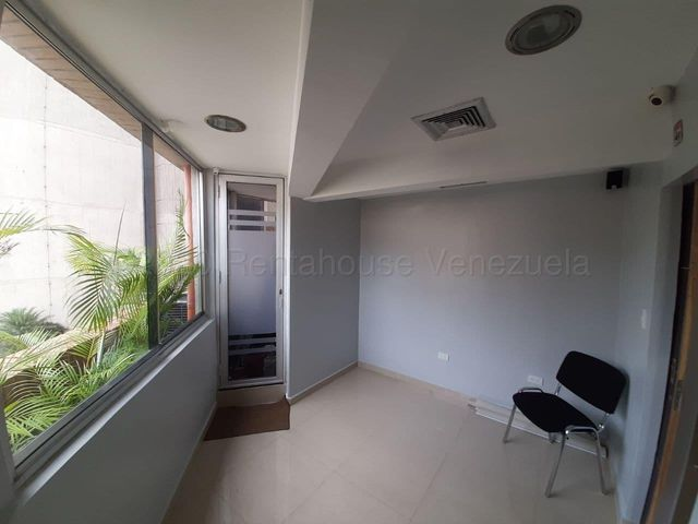 Local Comercial Distrito Metropolitano>Caracas>El Rosal - Venta:255.000 Precio Referencial - codigo: 21-8011